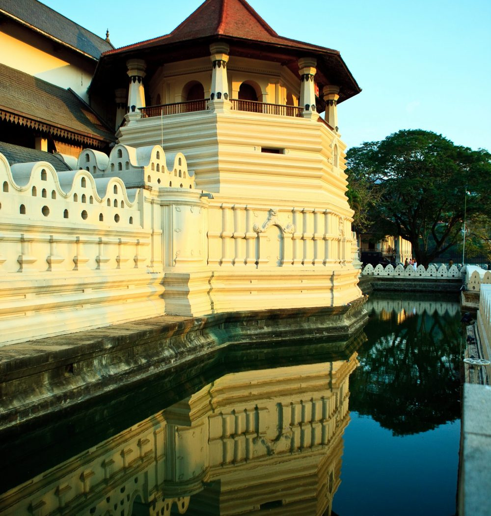 Temple of Tooth relic (Dalanda Maligawa) 02